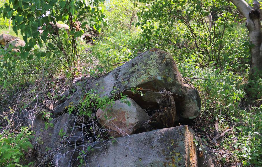 Huehuepiaxtla, stone ramparts