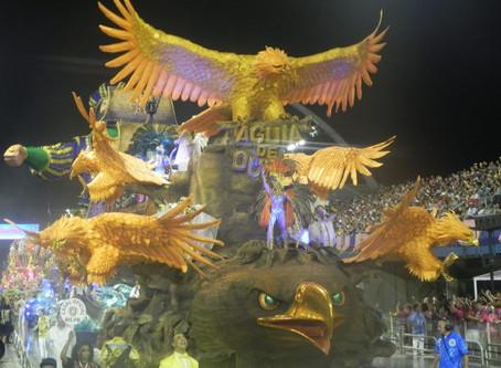 Águia de Ouro desfila riqueza de detalhes em fantasias e alegorias