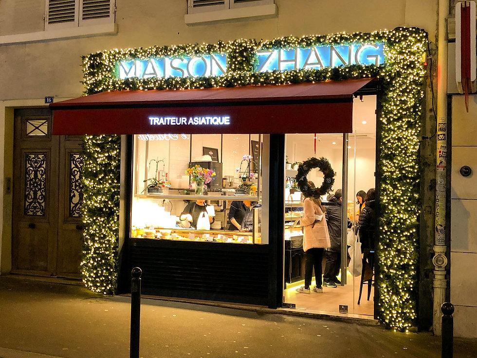 Fleurs de prestige - Décoration d'une façade de magasin pour noël