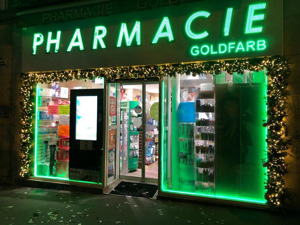 Fleurs de prestige - Décoration de Noël d'une pharmacie dans le 9ème