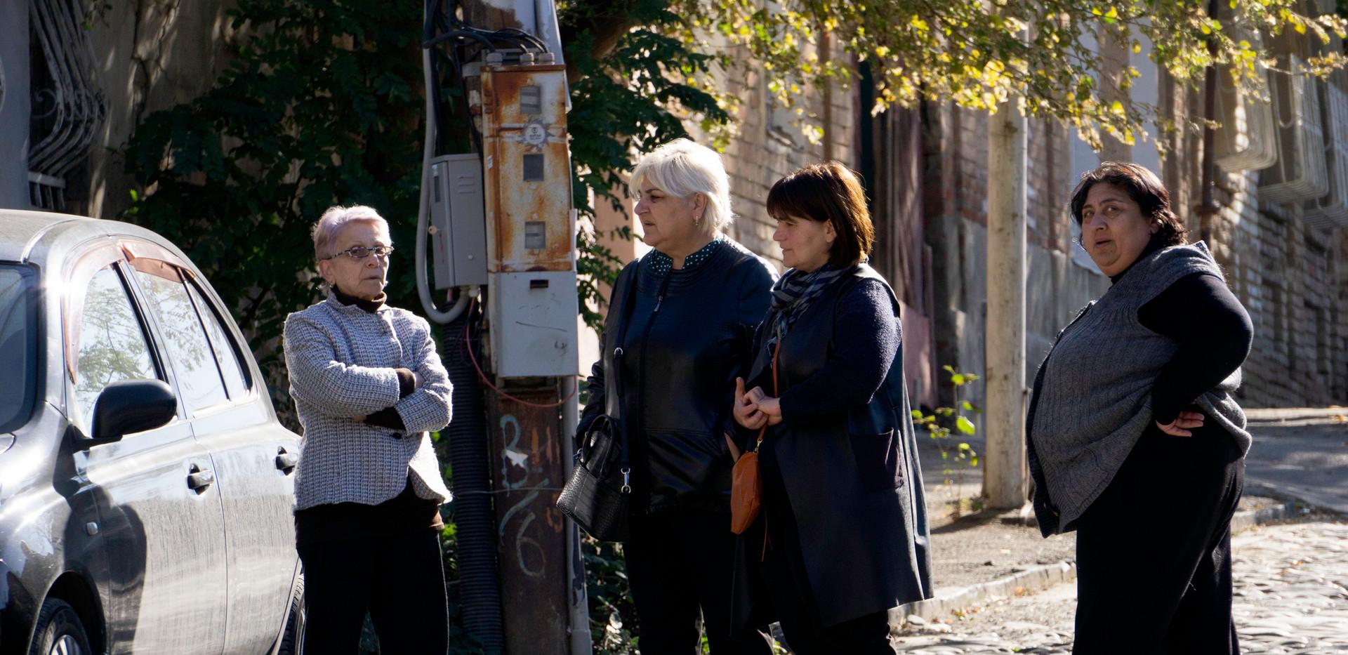 Frauensache: Gespräch im Stadtteil Avlabari/Tiflis