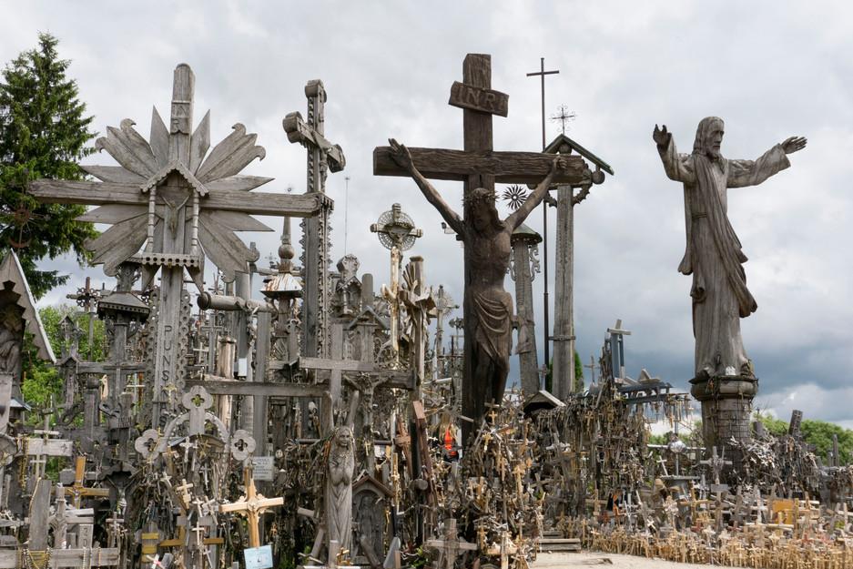 Unglaublich beeindruckend: Der Berg der Kreuze bei Šiauliai in Litauen