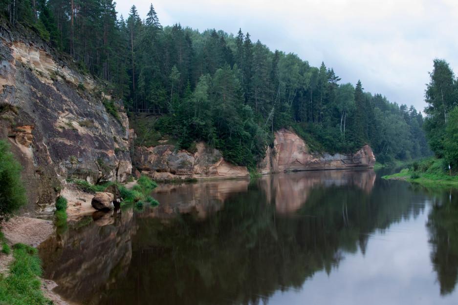 Die Gauja im gleichnamigen Nationalpark bei Cesis, Lettland