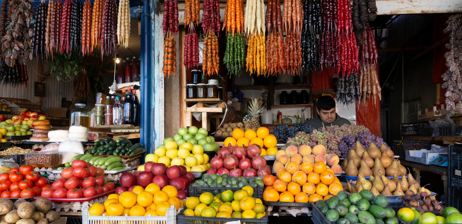 Farbenfrohe Angelegenheit: Obst- und Gemüsestände in Tiflis