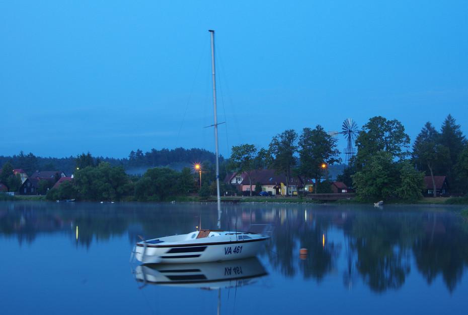 Abendstimmung an einem See bei Zgon