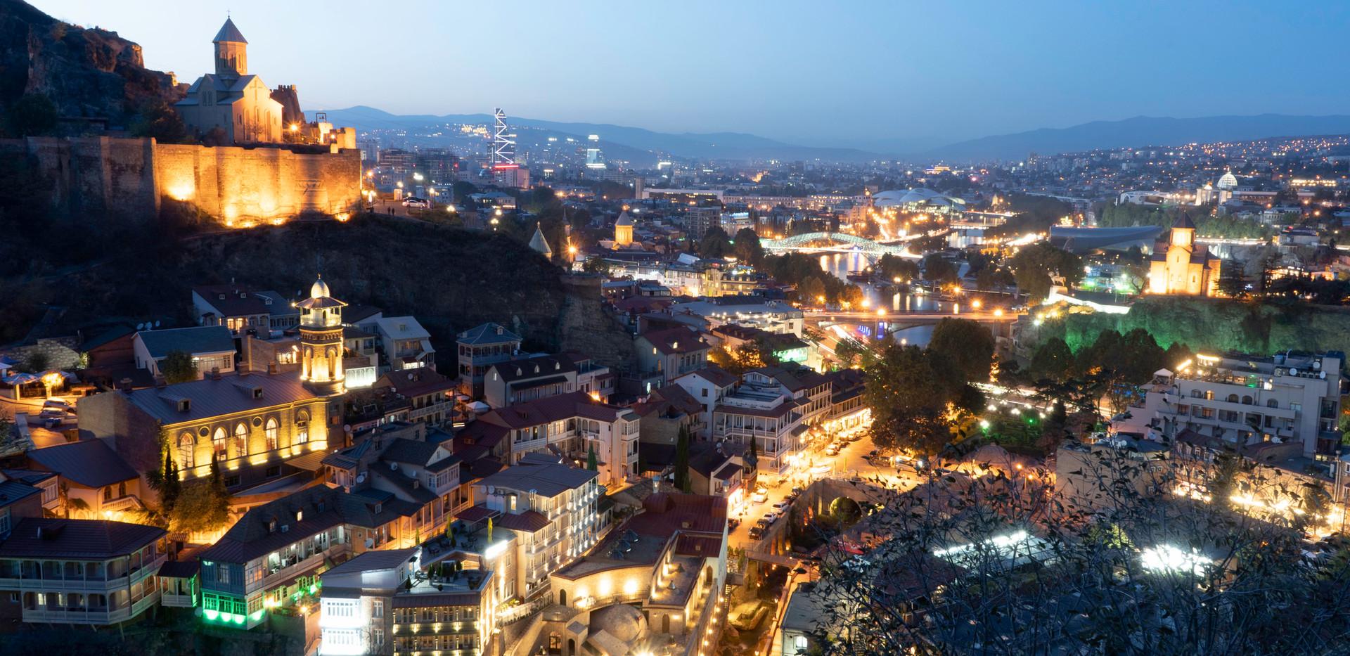 Es wird Nacht in der georgischen Hauptstadt Tiflis