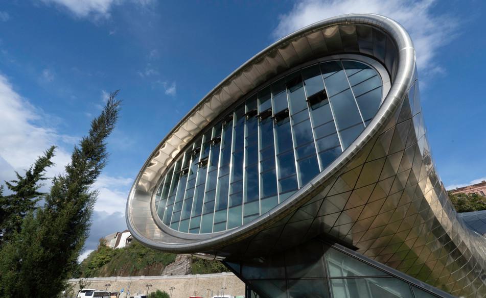 Eigenwillige Architektur in der Hauptstadt Tiflis: Die Ausstellungs- und Konzerthalle