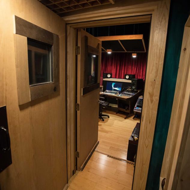 booth2cg.jpg