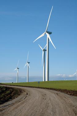 Wind-generators-in-California-000002713746_Large