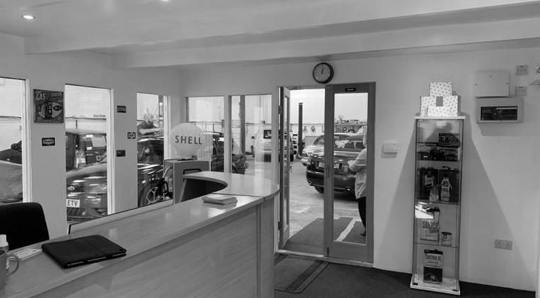 reception-facing-garage-bw-min.jpg