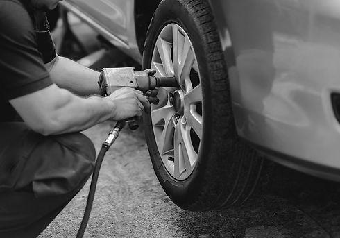 tyre-change-bw-min.jpg