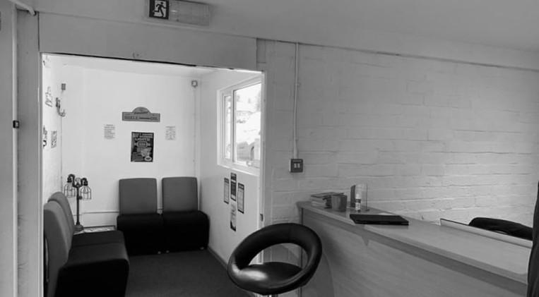 seating-area-waiting-room-min.jpg