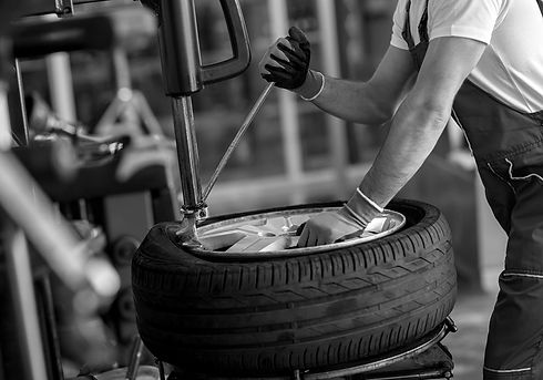 tyre-removal-bw-min.jpg