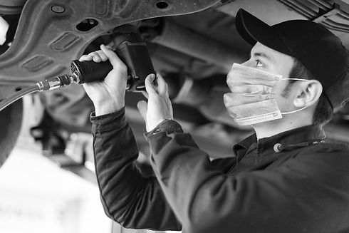 mechanic-in-mask-covid-19-bw-min.jpg