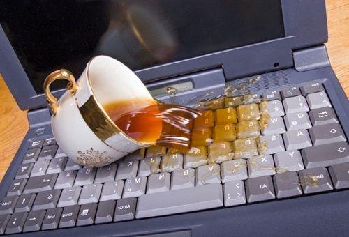 Ремонт ноутбука после пролитой жидкости
