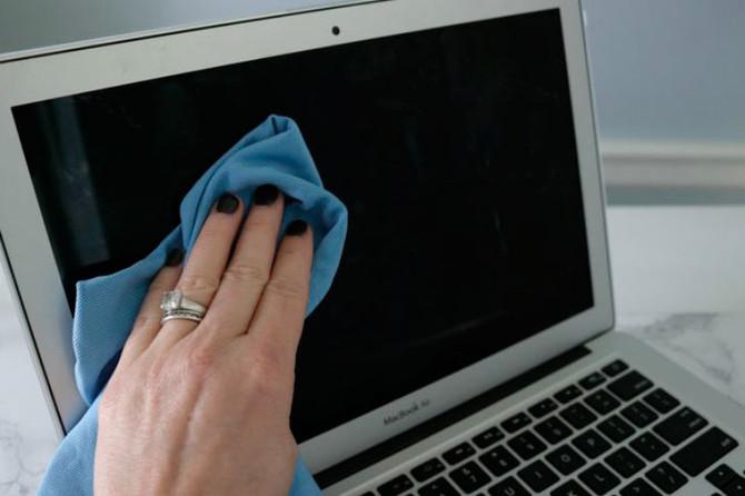 Чем чистить экран ноутбука?