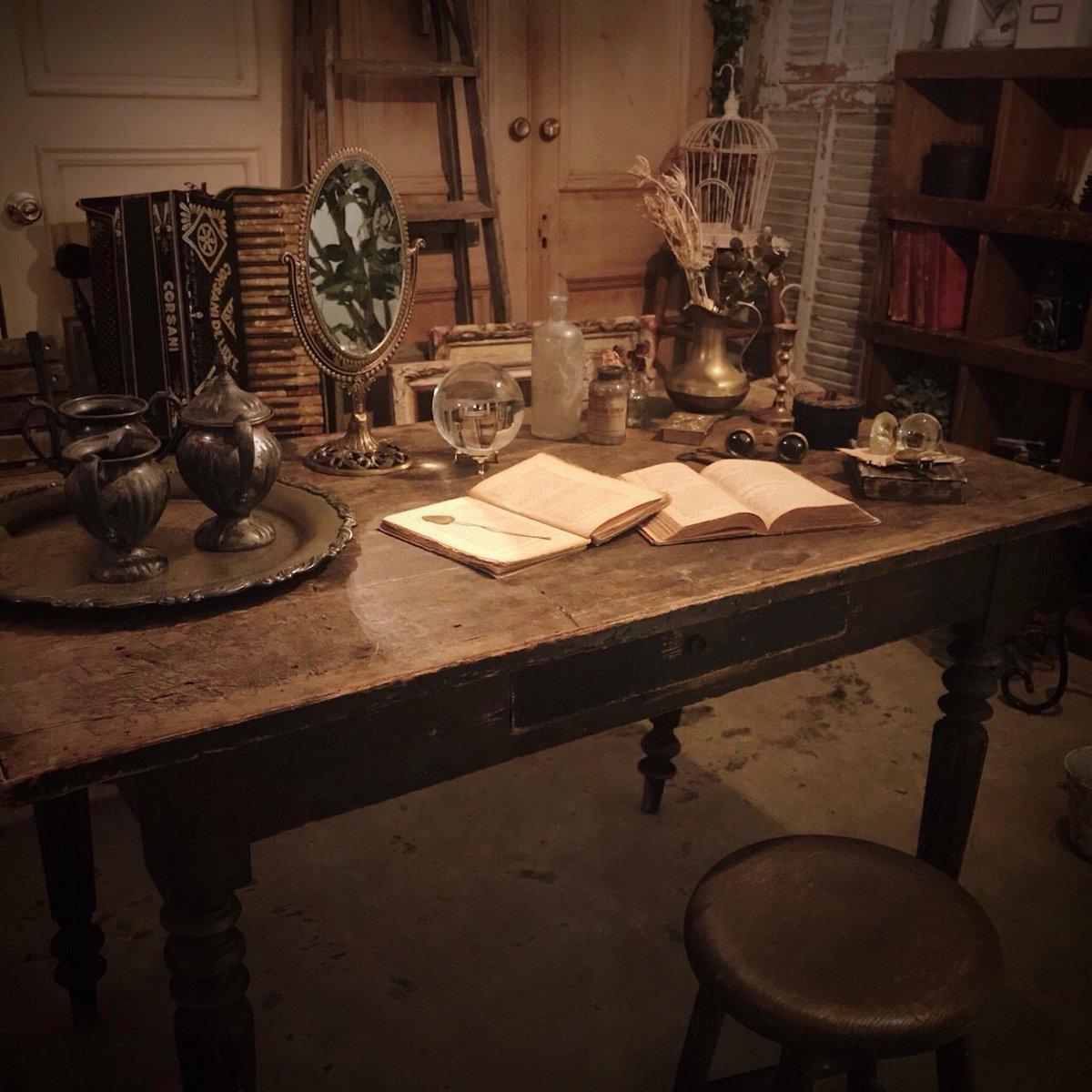 アンティークの机