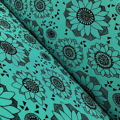 Bio-Sweatstoff mit Blumen in türkis, auf der Rolle