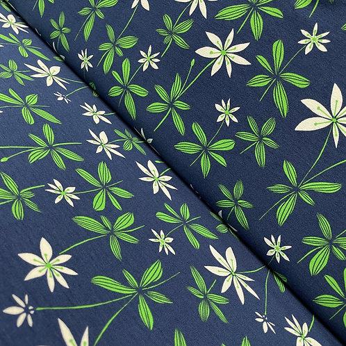 Blauer Jersey mit grünen Blumen, auf der Rolle