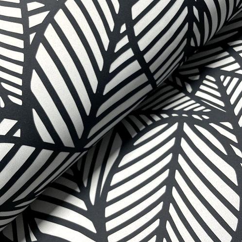 Dekostoff mit Blättern in schwarz-weiß, auf dem Stoffballen
