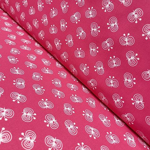 Baumwollstoff in pink mit Schmetterlingen, auf der Rolle