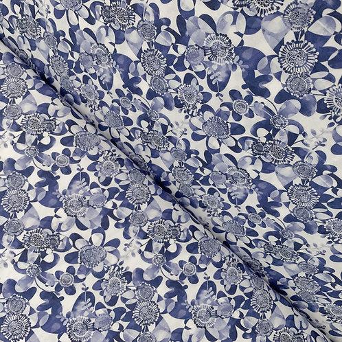 Blau-weißer Bio-Baumwollstoff mit Blumenmuster