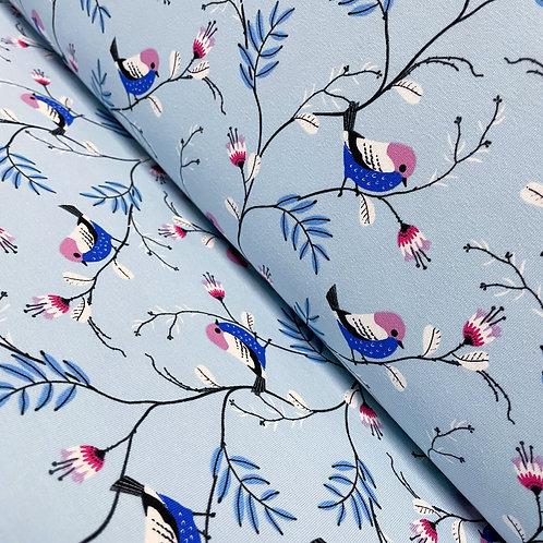Jersey in hellblau mit Singvögeln, auf der Rolle