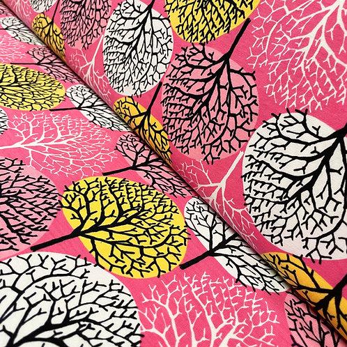 Bio-Jersey mit pinken und grünen Bäumen, auf der Rolle