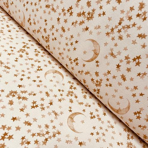 Lattefarbener Jersey mit Mond und Sternen, auf der Rolle