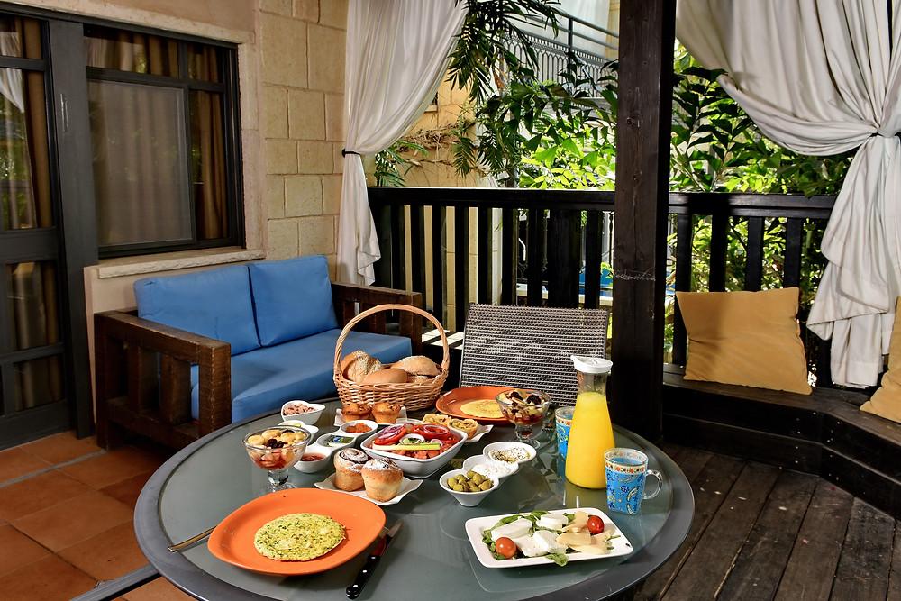 ארוחת בוקר בסוויטה המרוקאית - Eden's