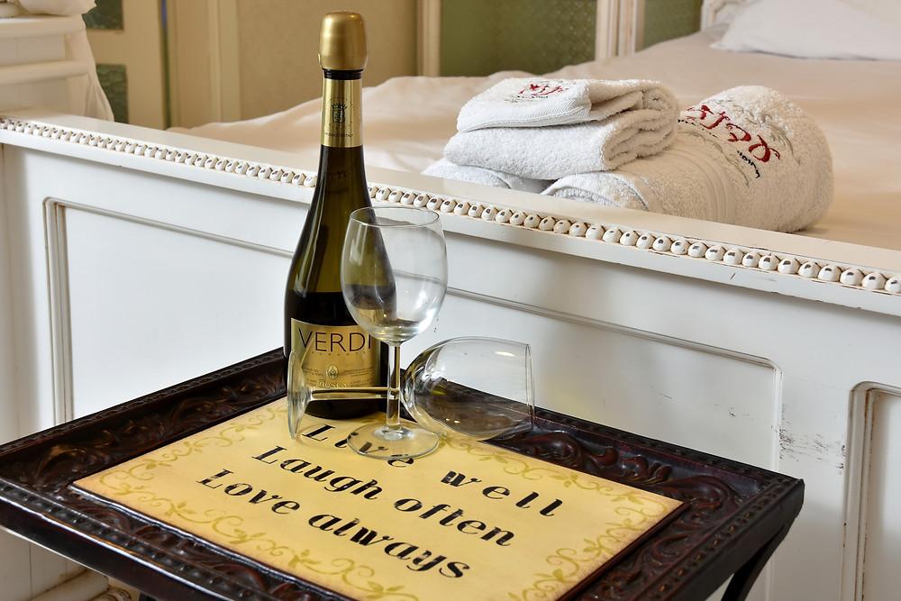 צימרים מומלצים לסוף שבוע - בקבוק שמפניה מתנה