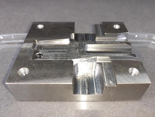 element w pełni zautomatyzowanej linii produkcyjnej do tłoczenia