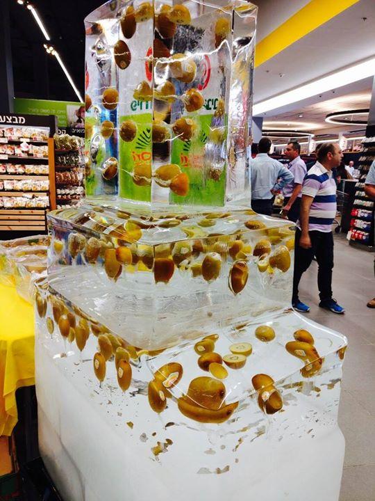 פסל קרח משולב פרי