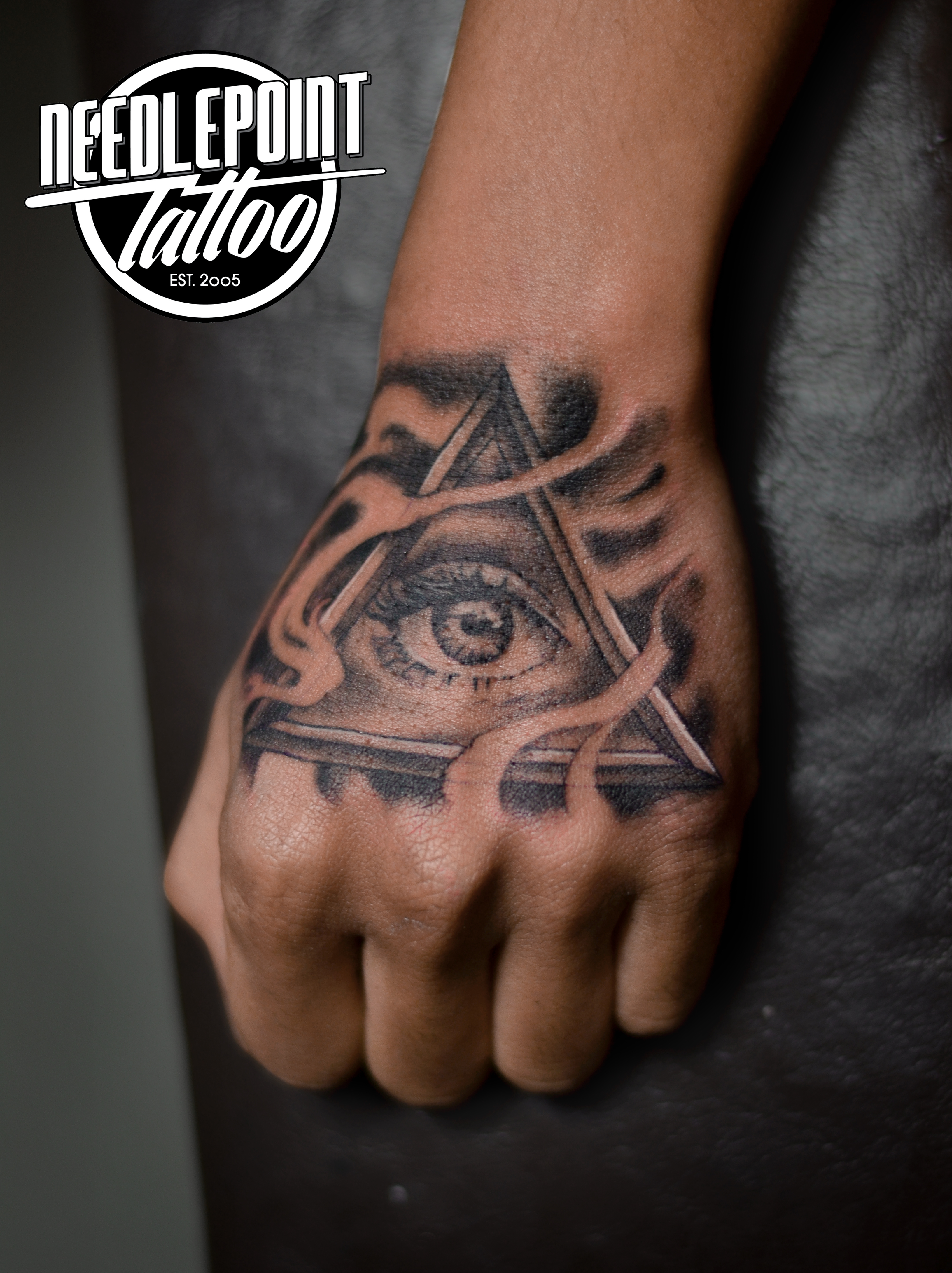 all seeing eye on the hand