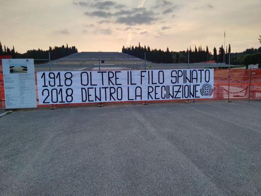 Striscione al Sacrario di Redipuglia contro i lavori nel centenario della Grande Guerra