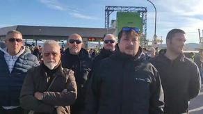 Solidarietà di casapound ai portuali di Trieste in protesta da questa mattina
