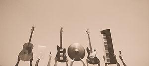 audio-e-guitars-guitars-music-6966_edited.jpg