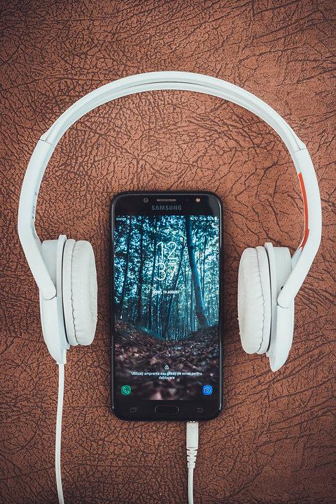 turned-on-black-samsung-smartphone-betwe