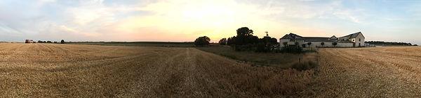 La ferme vue des champs