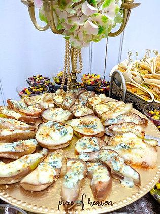 Круши със синьо сирене, пармезан и орехи