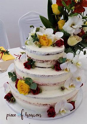 Сватбена торта с брауни, малина и орхидеи