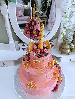 Торта еднорог с плодове и рози