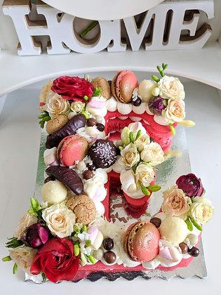 Бисквитени букви торти