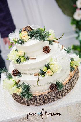 Сватбена зимна торта с боровинки