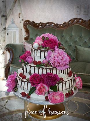 Сватбена рафаело торта с много цветя