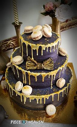 Триетажна торта черно и злато