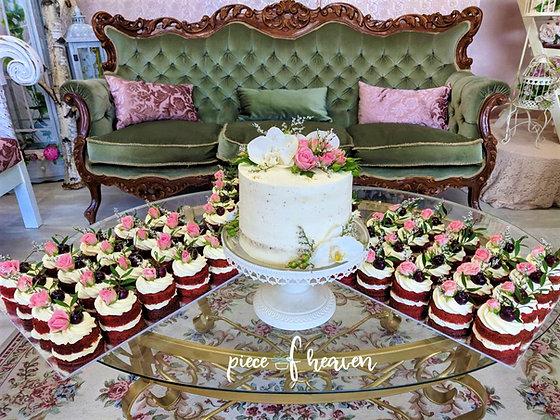 Сватбена тортичка с индивидуални малки тортички за гостите