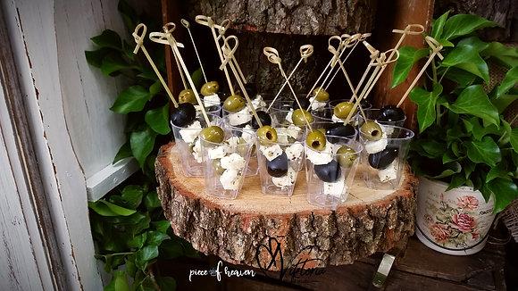 Хапки с два вида маслини и сирене