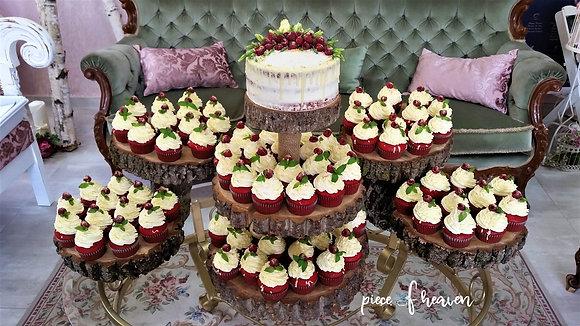 Сватбена малиново-ментова тортичка с къпкейкове