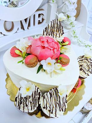 Торта сърце с Baileys и къпкейкове